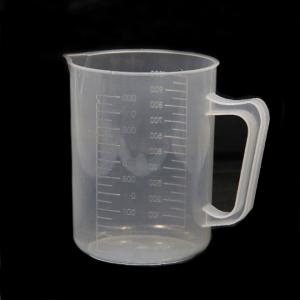 Copo de plástico de medição com alça